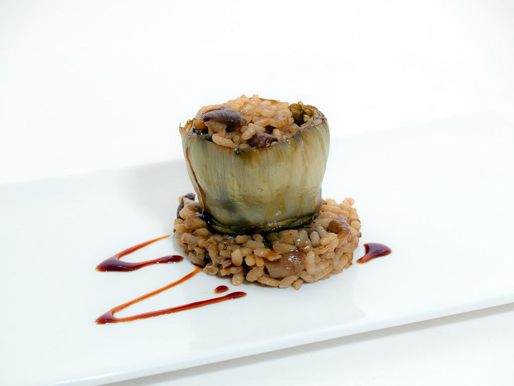 Alcachofa con rissoto de hongos